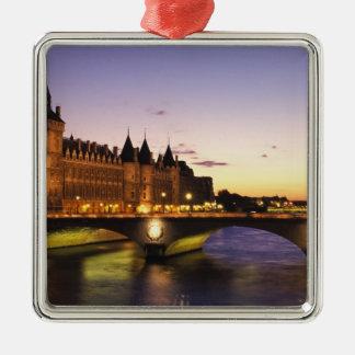 Frankriken Paris, flod Seine och Conciergerie på Julgransprydnad Metall