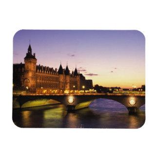 Frankriken Paris, flod Seine och Conciergerie på Magnet