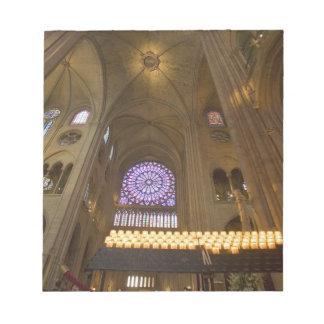 Frankriken Paris. Insida av den Notre Dame cathedr Anteckningsblock