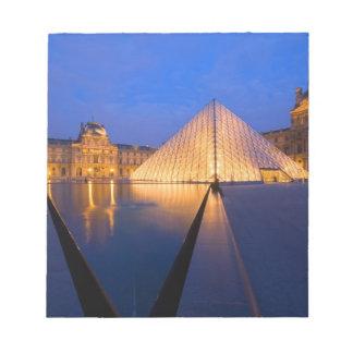 Frankriken Paris. Luftventilmuseet på twilight. Anteckningsblock