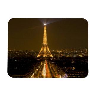 Frankriken Paris. Natt beskådar av det Eiffel torn Magnet
