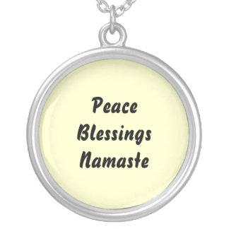 Fred välsignelser, Namaste. Halsband Med Rund Hängsmycke