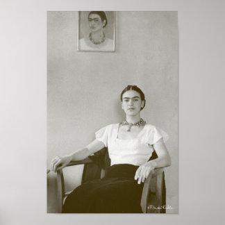 Frida Kahlo som placeras med Frida målning Poster
