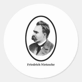 Friedrich Nietzsche svart de MUSEUMZazzle gåvorna Runt Klistermärke