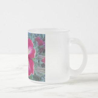 Frostad Glass mugg för purpurfärgad Petuniablomma