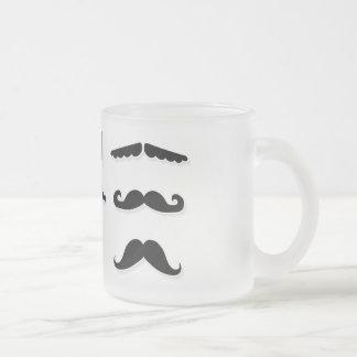 Frostad mugg för mustasch