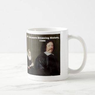 Frun upptäcker att bläddra historia, 1586 kaffemugg