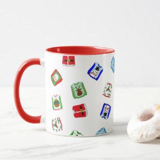 Ful mugg för kaffe för jultröjahelgdag