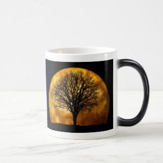 Fullmåne och kal trädfotomugg magisk mugg