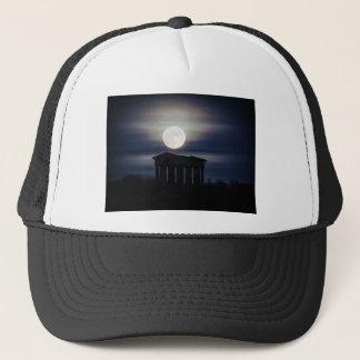 Fullmåne över det Penshaw monumentlocket/hatten Truckerkeps