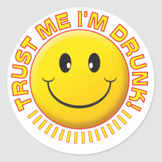 Fylleristen litar på mig leendet runt klistermärke