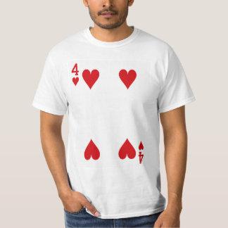 Fyra av hjärtor som leker kortet tee