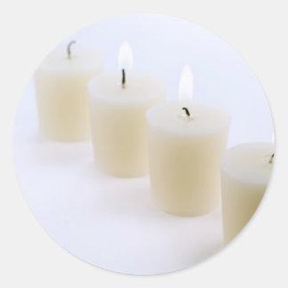 fyra stearinljus runt klistermärke