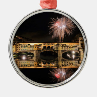 Fyrverkerier över Ponte Vecchio i den Florence Julgransprydnad Metall