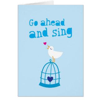 Gå framåt och sjunga lyckahälsningkortet hälsningskort