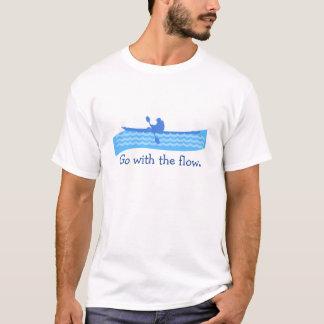 Gå med flödeskajakt-skjortan tee shirt