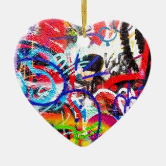 Galna grafitti hjärtformad julgransprydnad i keramik