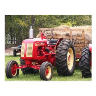 Gammal Cockshutt traktor med en hövagn Vykort