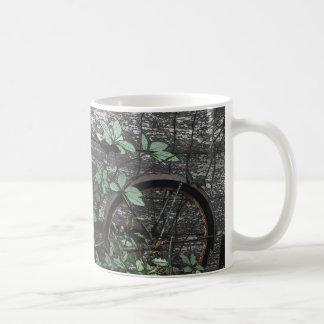 Gammal cykel för lantlig teckning vid mcful kaffemugg