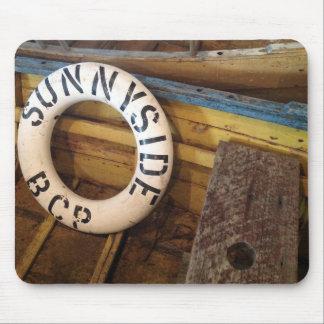 Gammal livPreserver i en övergiven Cannery Musmatta