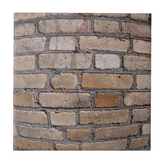 Gammal vägg från grått- och brunttegelstenar kakelplatta