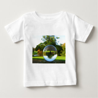 Gammalt parkera träd, kristallkula tee shirts