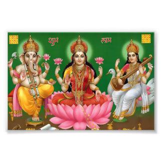 "Ganesha, Lakshmi & Saraswati tryck (6"" x 4"")"