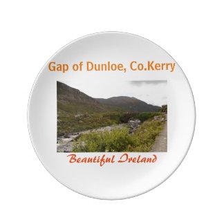 Gap av mest fin dunloe en landskap i ireland porslinstallrik