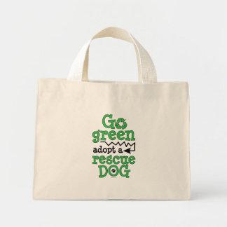 Går adopterar grönt, en räddinghund mini tygkasse