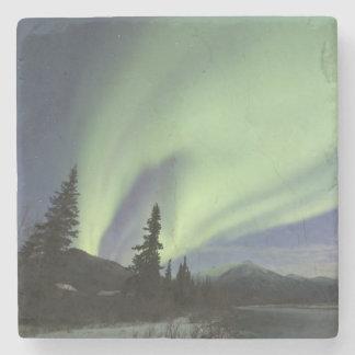 Gardiner av gröna norrsken i himmlen 2 underlägg sten
