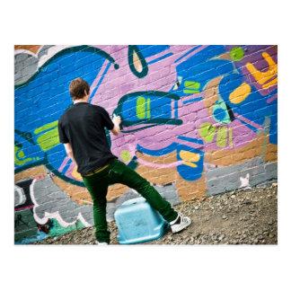 Gatakonstnär som gör saker vykort