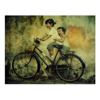 Gatakonstvykort/ungar på cykeln/penang vykort