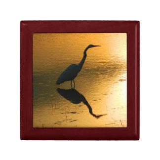 Gåvan för egreten (solnedgångreflexion) boxas liten presentask