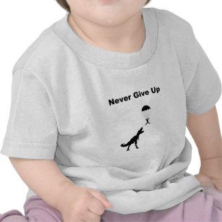 Ge sig aldrig upp tee shirts