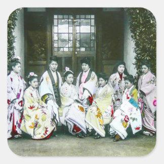 Geisha som poserar vid den Glass glidbanan för Fyrkantigt Klistermärke
