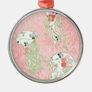 Gelé fiskar på pastellfärgad rosa bakgrund julgransprydnad metall