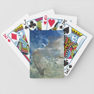 Genomskinlig fiskmås- och molnmodern konstdesign spelkort
