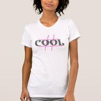 Genomskinlig svart för Hashtag #COOL över den rosa Tee Shirt