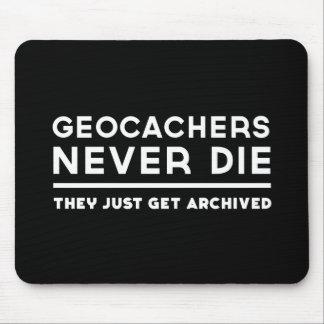Geocachers dör aldrig dem får precis arkiverad musmatta