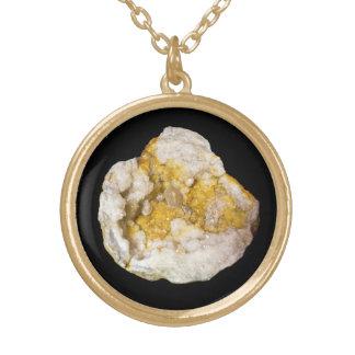 Geode som är halv med vit och gult Crystals2 Guldpläterat Halsband