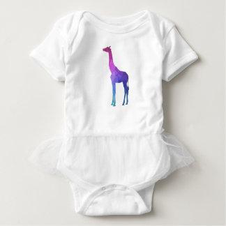 Geometrisk giraff med vibrerande färggåvaidé tröjor