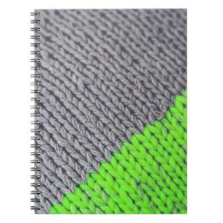 Geometrisk tröja för grönt och för grått anteckningsbok