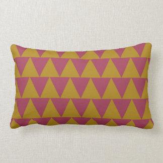 Geometriska pomegranate- och Tapestryguldtrianglar Lumbarkudde