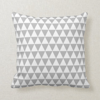 Geometriskt mönster för triangel i grå färg och kudde