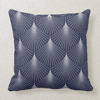 Geometriskt mönster för vitart déco på blått prydnadskudde