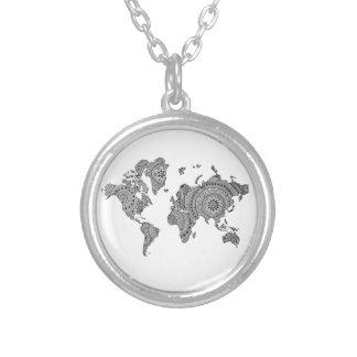 Geometriskt pläterat halsband för världskarta