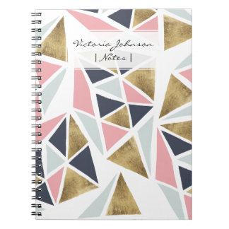 Geometriskt rosa marinblått guld- triangelmönster anteckningsbok