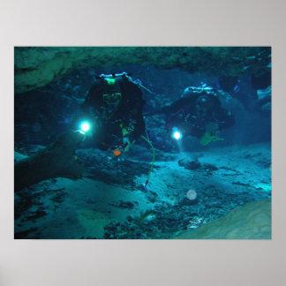 Ginnie fjädrar det undervattens- grottatrycket posters