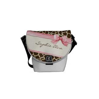 Giraffet flår blöjan för flickan för pilbågen för  kurir väskor