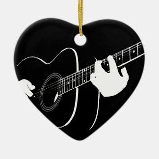 gitarr hjärtformad julgransprydnad i keramik